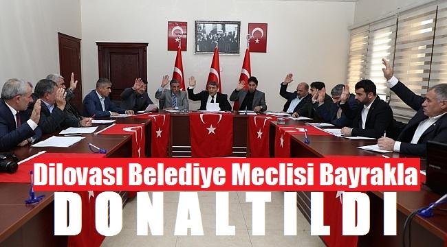 Dilovası Meclis Salonu Türk bayrakları ile donatıldı